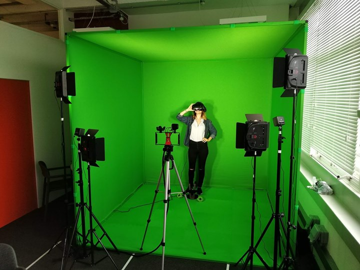 Immersive Lab Equipment: Mixed Reality Green Screen